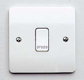 MK Logic K4878P/WHI Plate Switch, 10A 1 Gang SP Push Press