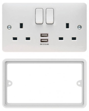 Hager Sollysta WMSS82USBS Socket, 2 Gang DP Swd c/w Twin USB & Spacer, Plate Only, Size: 13A 146x86x39.5mm