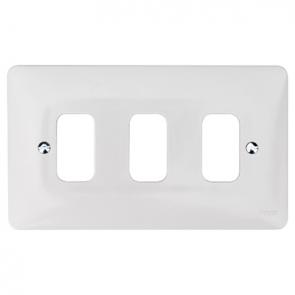 Hager Sollysta WMGP3 3 Gang White Moulded Grid Plate