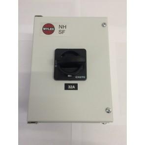 Wylex NHSW332 32A Triple pole & N enclosed isolator